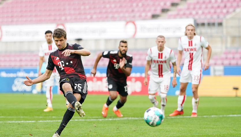 1. FC Koeln - Bayern Monachium w 6. kolejce Bundesligi. Lewandowski poza kadrą. Mecz trwa