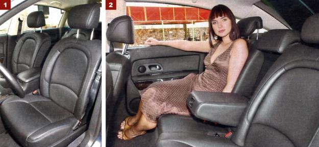 [1] Fotele są bardzo wygodne i mają elektryczną regulację (także wyprofilowania oparcia). [2] Zaczynając od wersji wyposażeniowej Longue, tylna kanapa składająca się z dwóch oddzielnych foteli ma możliwość elektrycznego przesuwania wzdłuż. Ilość miejsca na nogi w tej części auta jest bardziej niż wystarczająca. /Motor
