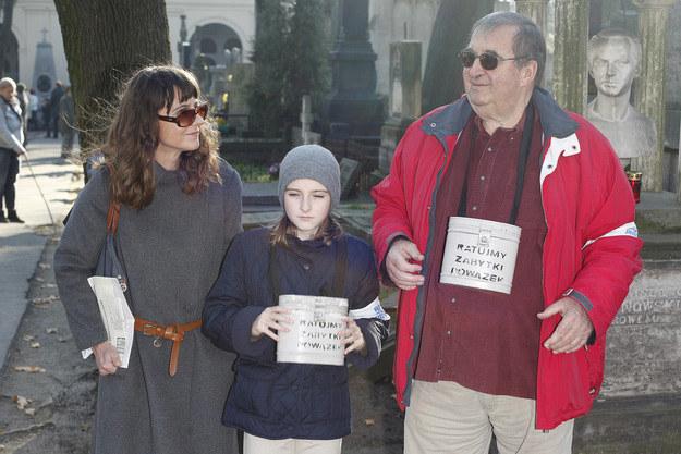 1 listopada wszyscy razem kwestowali na Powązkach, fot.Baranowski  /AKPA