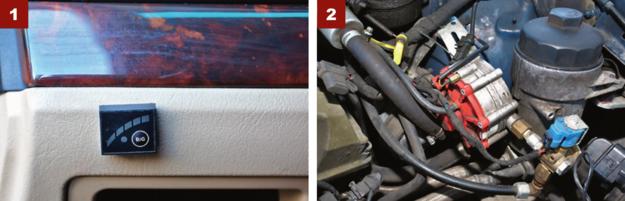 [1] Przełącznik benzyna/gaz po lewej stronie deski rozdzielczej. [2] Pod maską tylko jeden reduktor. To za mało, powinny być 2. /Motor