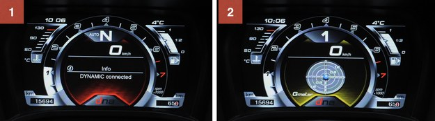 """1. Tryb """"Dynamic"""" wyróżnia się czerwonym podświetleniem. Ekran jest bardzo czytelny. 2. W """"Race"""" podświetlenie zmienia się na żółte i pojawia się wskaźnik chwilowych przeciążeń. /Motor"""