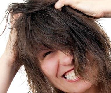 10 naturalnych sposobów na przetłuszczające się włosy