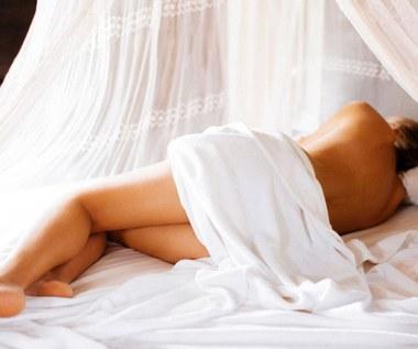 10 powodów, dla których spanie nago jest zdrowe