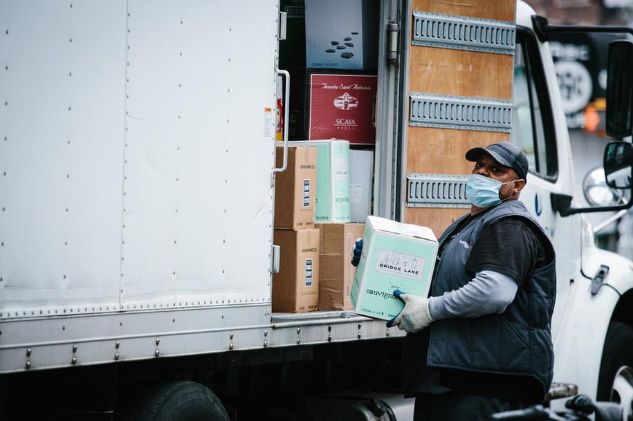 10 proc. osób aktywnych zawodowo w Ameryce znalazło się bez pracy - poinformowała w czwartek Associated Press /ALBA VIGARAY /PAP/EPA