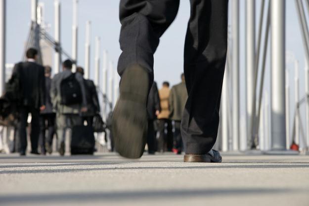 10 proc. z nas chodzi do pracy pieszo, a 6 proc. wybiera rower /© Panthermedia