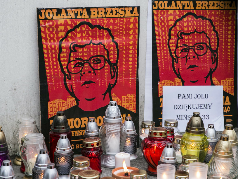 10. rocznica śmierci Jolanty Brzeskiej. Znicze przed Ministerstwem Sprawiedliwości /Marek Berezowski /Reporter