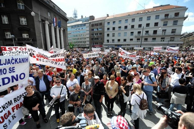 10 tys. posiadaczy kredytów we frankach wyszło na ulice /AFP