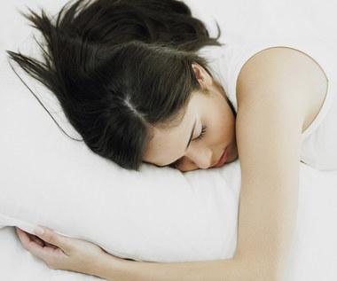 10 zabiegów kosmetycznych, które działają kiedy śpisz