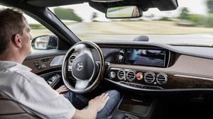 100 km bez pomocy kierowcy Mercedesem