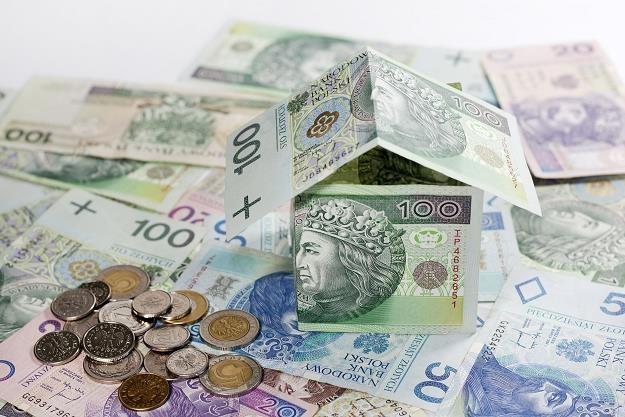 100 tysięcy złotych kredytu mieszkaniowego kosztuje już mniej niż 450 zł miesięcznie /©123RF/PICSEL
