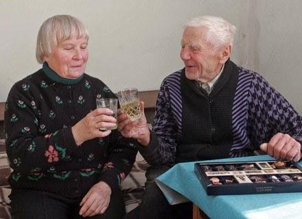 102-letni Stanislovas Grigas i jego wybranka - 76-letnia Brone Mikutiene /AFP
