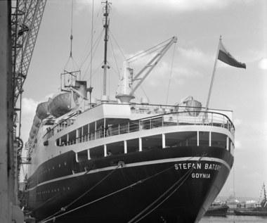 """11 kwietnia 1969 r. Transatlantyk """"Stefan Batory"""" wypłynął w pierwszy rejs"""