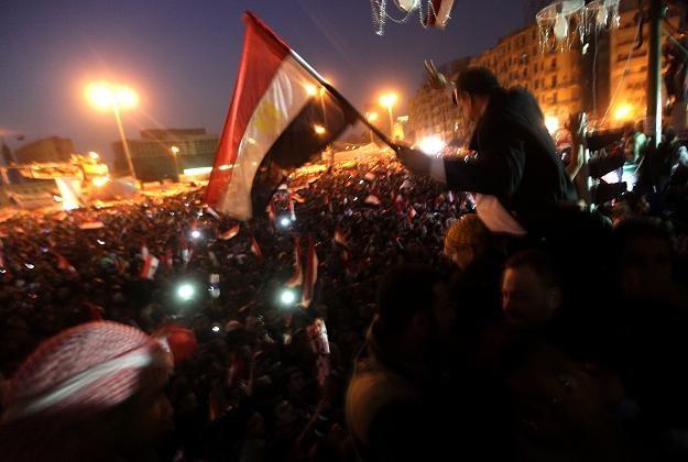 11 lutego na placu Tahrir - Larę Logan uratowali żołnierze i grupa kobiet /AFP