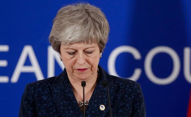 11 ministrów wezwało premier Theresę May do rezygnacji