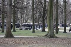 11. rocznica katastrofy smoleńskiej, Setki policjantów otoczyło plac Piłsudskiego w Warszawie