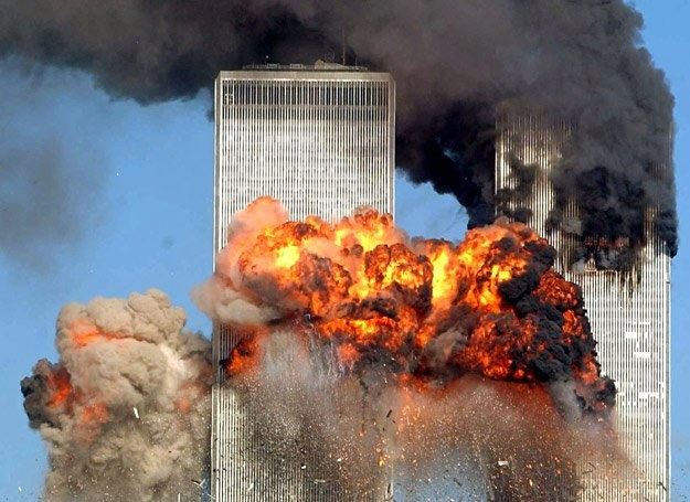 11 września 2001 r., godz. 9.03: Drugi Boeing 767 wbił się w południową wieżę WTC /Getty Images/Flash Press Media