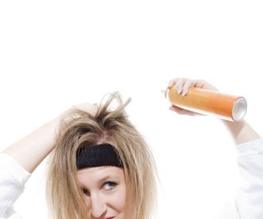 12 ciekawych zastosowań dla lakieru do włosów