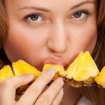 12 korzyści wynikających z jedzenia ananasa