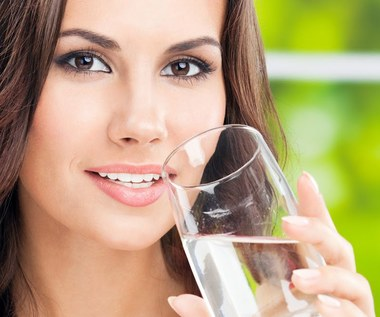 12 niespodziewanych korzyści picia ciepłej wody