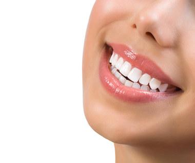12 zaskakujących sposobów na wybielenie zębów