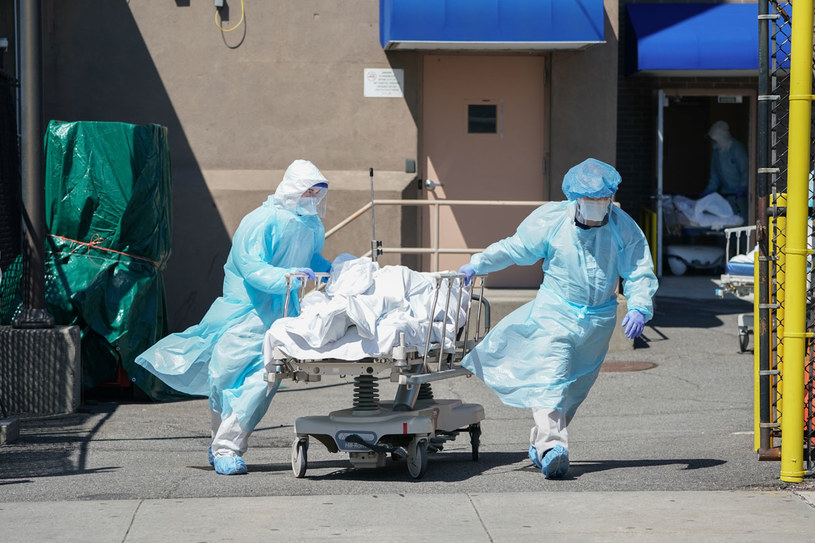 1236 osób zmarło w Stanach Zjednoczonych na COVID-19 w ciągu ostatniej doby / BRYAN R. SMITH /AFP