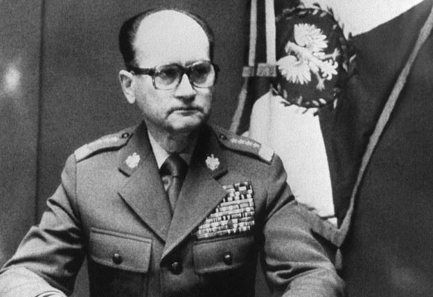 13 grudnia 1981 r. o godzinie szóstej rano Polskie Radio nadało wystąpienie gen. Wojciecha Jaruzelskiego /STR /AFP