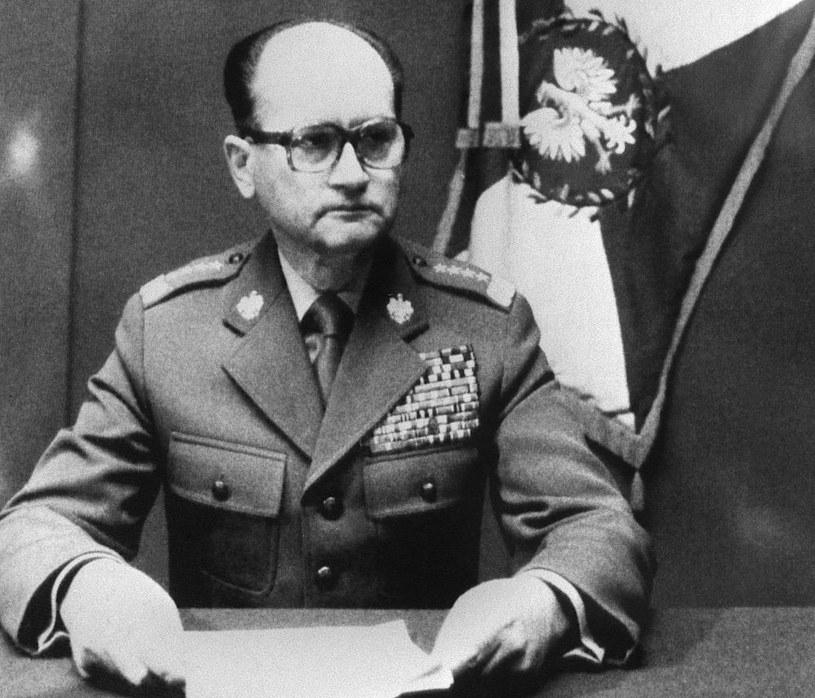 13 grudnia 1981 roku. Generał Wojciech Jaruzelski informuje Polaków o wprowadzeniu stanu wojennego /AFP