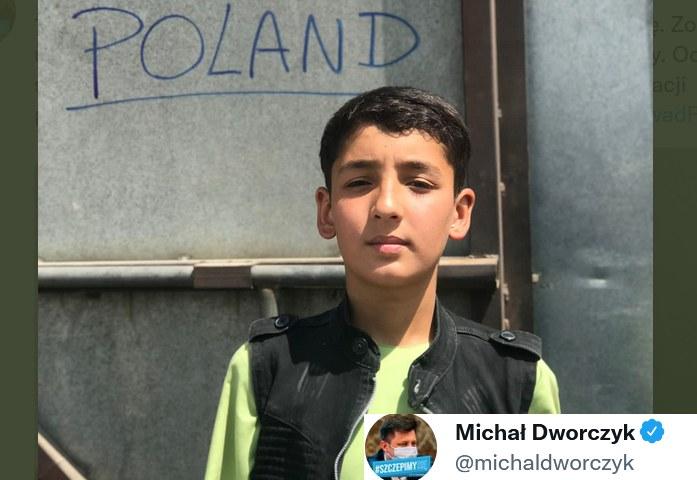 13-letni Fawad w trakcie próby ewakuacji zagubił swoją rodzinę /Twitter
