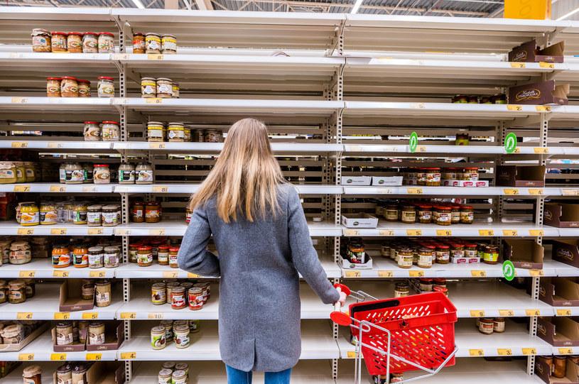 13 marca 2020 r, Gdańsk. W marcu wiele produktów znikało ze sklepowych półek. Teraz Polacy ponownie  także ruszyli do sklepów, by robić zakupy na zapas /Marcin Gadomski /Gallo Images Poland
