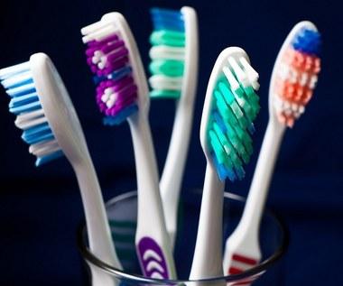 13 nietypowych zastosowań szczoteczki do mycia zębów