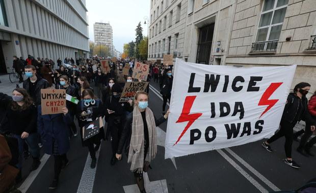 14-latka stanie przed sądem jako współorganizatorka protestu kobiet w Olsztynie
