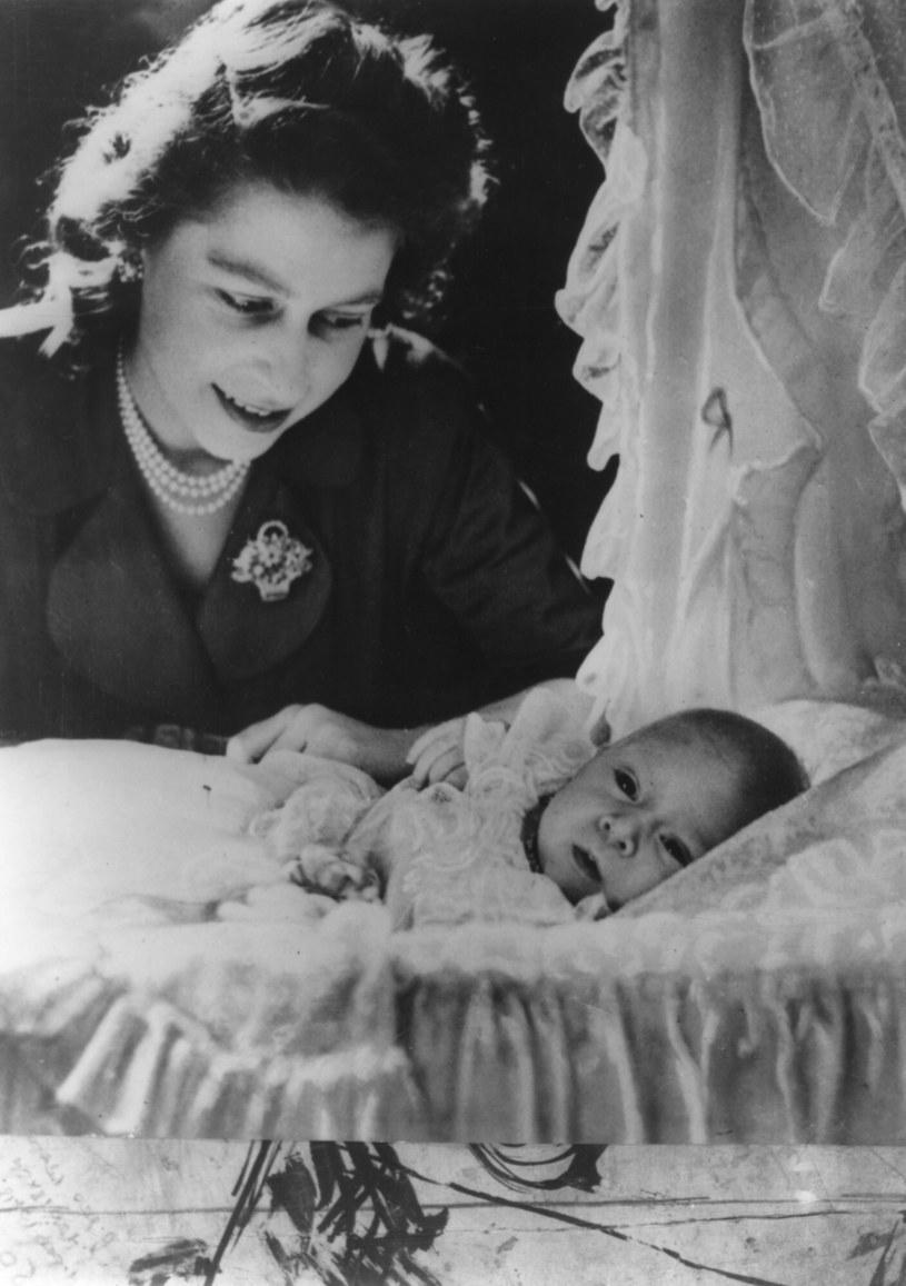 14 listopada 1948 roku Elżbieta urodziła swoje pierwsze dziecko - księcia Karola. /Image State /East News