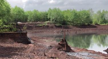 140 tysięcy ton odpadów z huty przenika do środowiska? Radni chcą badań i kontroli