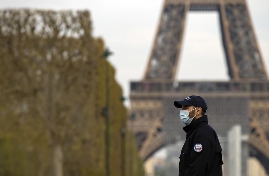1417 osób zakażonych koronawirusem zmarło we Francji w ciągu ostatniej doby /IAN LANGSDON /PAP/EPA