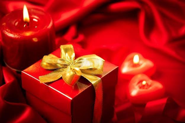 142 dolary na każdego zakochanego! /©123RF/PICSEL