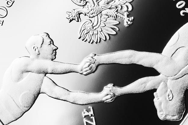 """150. rocznica powstania Towarzystwa Gimnastycznego """"Sokół"""", detal awersu /NBP"""