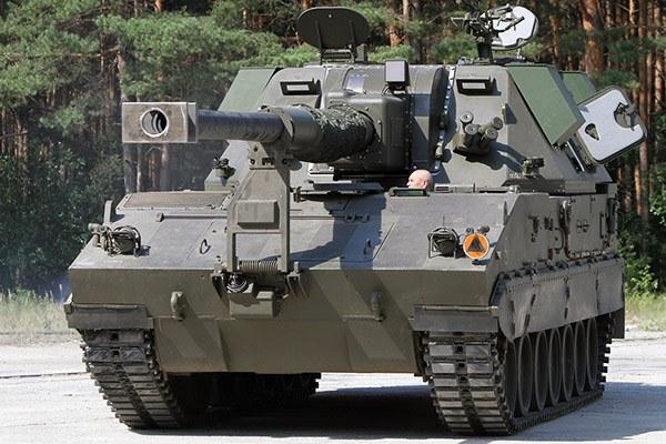 155-mm armatohaubica Kryl na podwoziu kołowym będzie odmianą Kraba /Polska Zbrojna