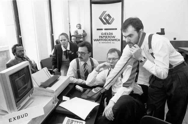 16.04.1991, Giełda Papierów Wartościowych; maklerzy podczas pierwszej sesji notowań /Tomasz Wierzejski /Fotonova