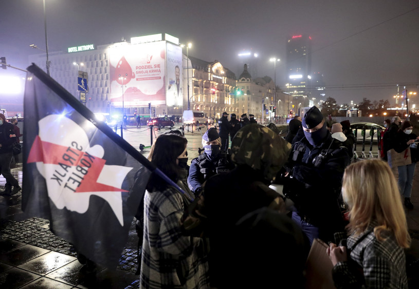 16 dzień protestów po wyroku Trybunału Konstytucyjnego ws. aborcji /Piotr Molecki /East News