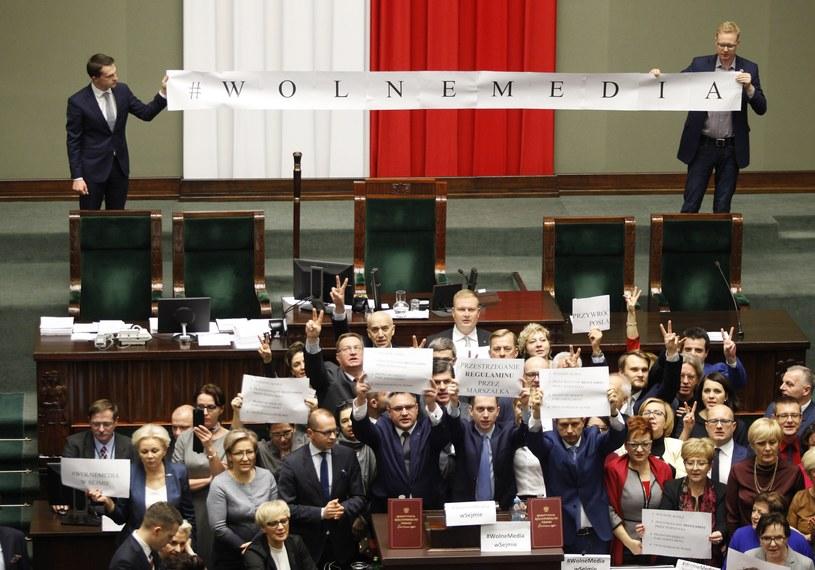16 grudnia 2016 roku opozycja zablokowała sejmową mównicę /Stefan Maszewski /Reporter