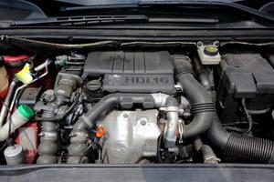 16-zaworowy HDi 90 z nowoczesnych rozwiązań ma tylko szynę paliwową i zawór EGR. /Motor