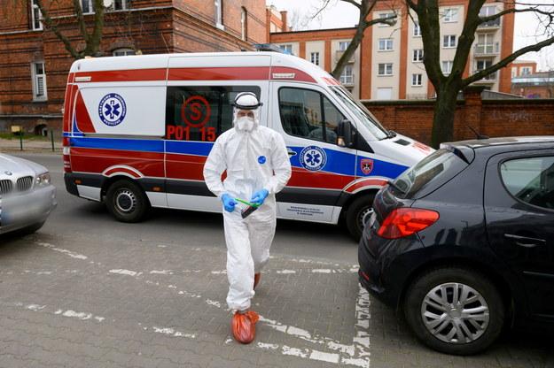 1638 przypadków zakażenia koronawirusem w Polsce. Dzisiaj zmarły dwie osoby