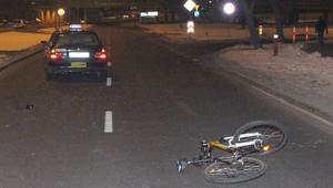 17-letni rowerzysta potrącony na pasach