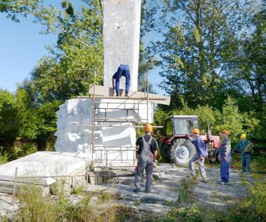 17 września 2015 r. Symboliczna rozbiórka sowieckiego pomnika