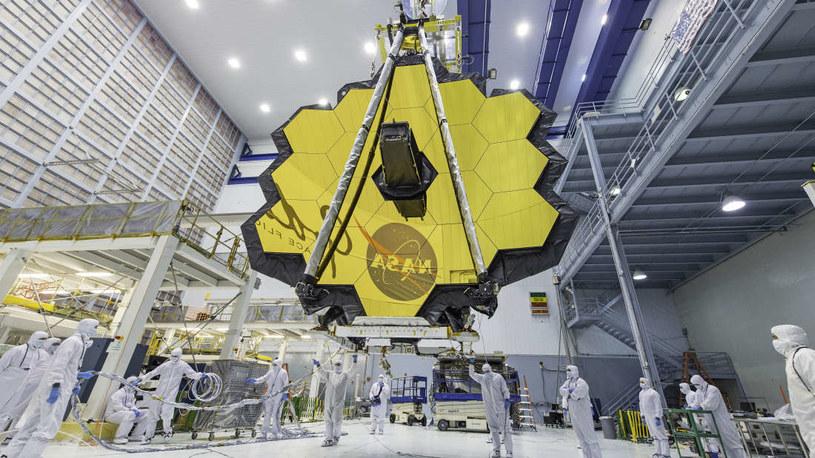 18-segmentowe zwierciadło Kosmicznego Teleskopu Jamesa Webba /NASA
