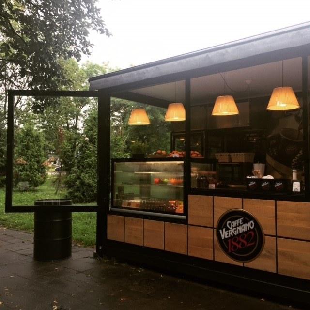 """1882 Street Coffee, to pierwszy w Polsce i na świecie projekt firmy Caffè Vergnano typu """"container"""" /Katarzyna Wilk /Styl.pl"""