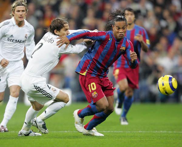 19 listopada 2005 roku, Estadio Santiago Bernabeu zamarło, oglądając popisy Ronaldinho /AFP