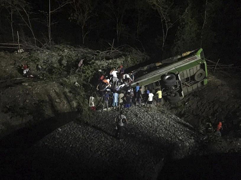 19 osób zginęło, a 21 zostało rannych w wypadku autobusu / STR   /PAP/EPA