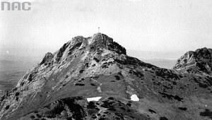 19 sierpnia 1901 r. Ustawiono krzyż na Giewoncie