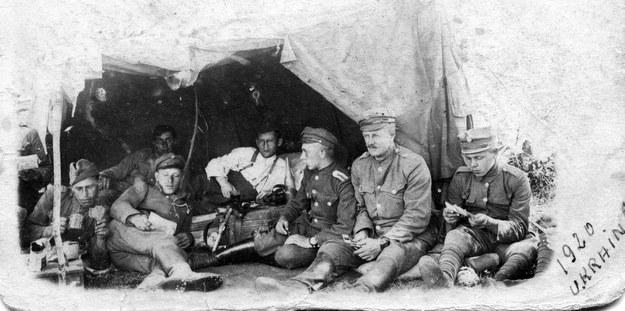 1920 r. Ofensywa wojsk polskich na Ukrainie. Odpoczynek żołnierzy /Muzeum Niepodległości /East News